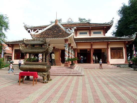 Đền thờ Tây Sơn Tam Kiệt01