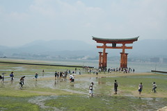 Miyajima - Haze and low tide at Itsukushima Shrine (Cheshire Cat's Friend) Tags: people japan shrine miyajima lowtide torii itsukushima