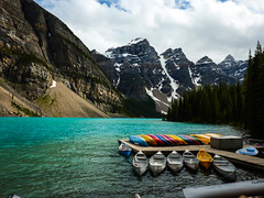 Banff National Park: Moraine Lake with canoes (gabri_micha) Tags: canada banff kanada banffnationalpark morainelake