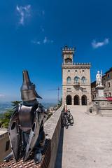 San Marino (hakbak) Tags: dog art canon europa europe sanmarino kunst marken adria eos40d
