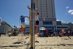Tel Aviv (Hemo Kerem) Tags: street people game beach israel telaviv minolta sony 28mm beachvolleyball mf volleyball alpha manualfocus tlv rokkor minoltamd28mmf28 a7rii sonya7rm2 a7rm2 ilce7rm2