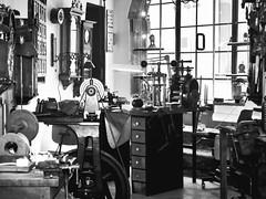 Handwerkskunst (schasa68) Tags: city bw clock austria blackwhite sterreich watch indoor jewellery stadt sw geschft obersterreich clocks schmuck handwerk watchmaker steyr uhr werkstatt upperaustria uhrmacher uhren schwarzweis schmollgruber uhrmacherwerkstatt