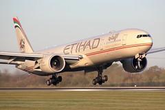 A6-ETP (AnDrEwMHoLdEn) Tags: manchester airport 777 manchesterairport egcc etihad 05r