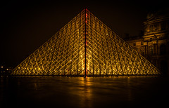 Pyramide du Louvre (olipennell) Tags: frankreich louvre nacht paris pyramidedulouvre france