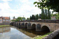 16th century bridge over the river Serein at Guillon, Yonne, France (Kentishman) Tags: c16 france serein river bridge nikon d7100 yonne 16thcentury guillon dsc094 afsdxvrzoomnikkor18105mmf3556ged