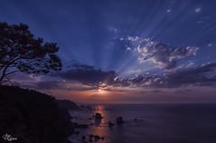 Al final del dia (Urugallu) Tags: ocaso fineldeldia nubes color luz mar cantabrico elsilencio reflejos playa sol castañeiras cudillero asturias urugallu joserodriguez canon 70d flickr