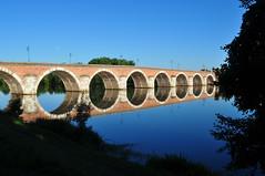 Moissac le Pont Napoléon (Chaufglass) Tags: moissac tarnetgaronne tarn pont napoléon architecture arche reflection reflet miroir