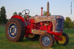 Un tracteur unique... / A very special tractor... (Pentax_clic) Tags: imgp6735 pentax kr septembre 2016 robert warren vaudreuil quebec tracteur ceramique monica brinkman tina struthers