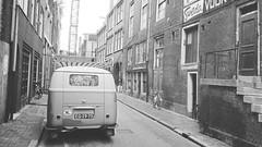 EG-29-73 Volkswagen Transporter 1960 (Wouter Duijndam) Tags: sweda modieuze regenkleding muur reclame amsterdam zandstraat 1963 eg2973 volkswagen transporter rechteplaat dakrek