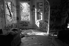(Lady.in.Black) Tags: potapscostatepark marylandpark abandonedhouses historichouses historic houses abandoned graffiti fallingapart hollowwalls furniture ellicottcity graffitiwalls graffitirooms urbanexploring exploring deteriorated