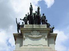 Monumento (LuaC_) Tags: azul saopaulo monumento sopaulo cu sp viagem praa nuvem esttua