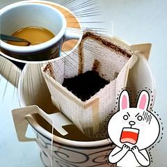 กาแฟสดแบบซอง กว่าจะได้กินก็นาน แถมสดสมชื่อจากน้ำร้อนเต็มแก้ว สดออกจากแก้ไปครึ่ง!!! หายร้อน ต้องเวฟใหม่อีก ต้องถอยเครื่องต้มกาแฟเล็กๆถูกๆซะแล้ว  ปล. สด คำเมืองเจียงใหม่ = อะไรหว่า??? รู้แต่ในกรณีนี้ หมายถึง เทไม่ตรงแก้ว หกเลอะเทอะ