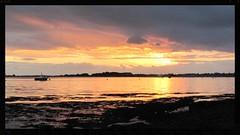 Coucher de soleil à Arradon (mibric) Tags: mer france de soleil lumière coucher bretagne bateau