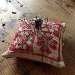 Vintage needle cushion (pini piru) Tags: handmade thenetherlands screenprinting purse bags recycling handbag limitededition collaboration upholstery rawedge jeansfabric pinipiru leftoverfabrics koutkunstje