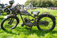 photo image picture motorbike photograph moto ww2 motorcycle classicmotorcycle motorrad royalenfield motocicletta classicbike flyingflea motorcicleta 07092014 hoghtontowerclassiccarshow yvl524