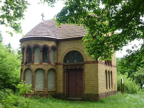 Kaplica Dźwigania Krzyża w Bardzie na stokach Różańcowej