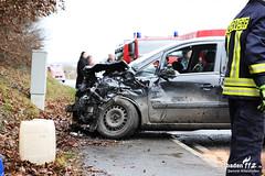 Frontalzusammenstoß B54 Hahnstätten 21.12.14 (Wiesbaden112.de) Tags: feuerwehr rettungsdienst polizei abschleppdienst b54 rettungshubschrauber hahnstätten notfallseelsorge vollsperrung frontalzusammenstos