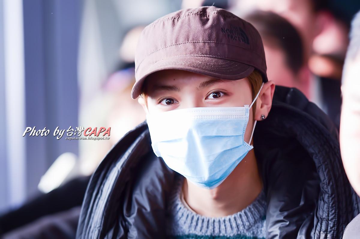 [FANTAKEN] 150117 Beijing Airport to Taiwan Taoyuan Airport [12P] 16299835805_db76c6530a_o
