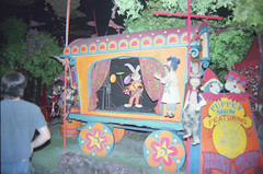 Knott's Bear-y Tales (jericl cat) Tags: show bear camp forest dark design close ride tales puppet character 1987 fair frog blacklight 1970s gypsy attraction roaring closure knotts 20s darkride beary berryfarm rollycrump
