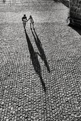 - (JLen89) Tags: textura calle ciudad sombras siluetas