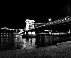 la notte del fiume - river's night (immaginaitalia) Tags: budapest buda pest 2016 journey trip viaggio weekend capital capitale city citt europa europe est east danubio danube river fiume bn bw black white bianco nero mono monchrome monocromatico greyscale scala di grigi monumenti outdoor allaperto monuments riverside waterfront water light night notte luci ponte chain catene bridge