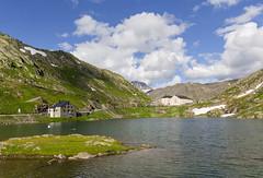 Suisse, Valais, val d'Entremont, col et lac du Grand Saint Bernard entre Suisse et Italie (jpazam) Tags: alpes suisse coldugrandsaintbernard valdentremont aoste grandsaintbernard hospicedefrance italie martigny col extrieur frontire jour lac sanspersonne