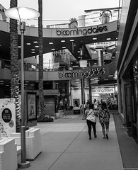 Santa Monica Place (kengikat40) Tags: rawlastreet streetphotography whileimwandering wanderer wander mylifethroughmylens santamonicaplace mall santamonicamall santamonica downtownsantamonica shopping nordstrom bloomingdales