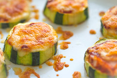 Zucchini pizza bites (WillemijnB) Tags: courgette zucchini vegetable groente lgume pizza food nouriture indoor cheese kaas fromage fondu gesmolten melted macro