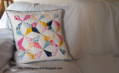 PATCH6001-Cojin-AGF-PatBravo (Silvia LGD (Little Green Doll)) Tags: crafts patchwork cojn cushion agf artgalleryfabrics patbravodesign essentialsii fabrics handmade hechoamano telas