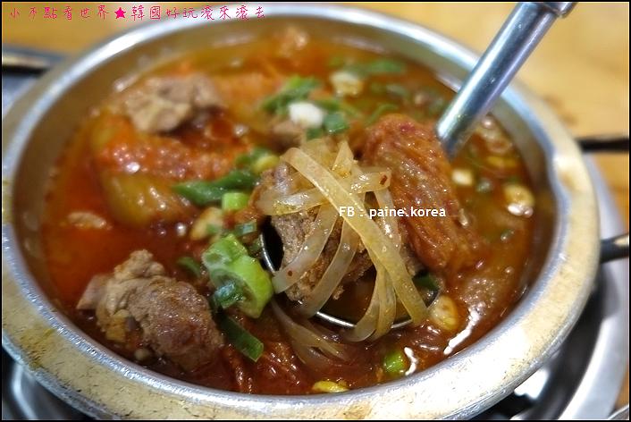 木樁辣豬腳菜包肉/辣泡菜燉排骨말뚜기족발보쌈