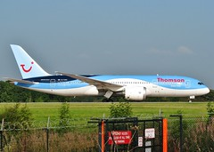 G-TUIC (AnDrEwMHoLdEn) Tags: manchester airport thomson manchesterairport 787 egcc dreamliner 05l