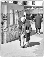 Heavy Wisdom on His Shoulders (Xerethra) Tags: old people bw man 35mm geotagged spring nikon europa europe raw stockholm candid skandinavien may streetphotography swedish sverige scandinavia gentleman maj vår realistic odenplan svartvit vasastan gammal 2013 nikond80