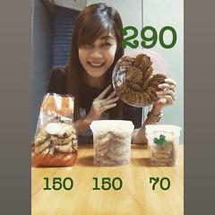 คุ๊กกี้ : ข้าวโอ๊ต ลูกเกด เม็ดมะม่วง หิมพานต์ 125 g. ราคา 70 บาท 250 g. ราคา 150 บาท (กระป๋อง) 300 g. ราคา 150 บาท (ถุง) 500 g. ราคา 290 บาท (กล่องกลม) นัดรับ : BTS อ่อนนุช , Lotus / Big C (อ่อนนุช , พระราม 4) ,เซ็นทรัลบางนา , ซีคอน , พาราไดซ์ สนใจสั่งได้