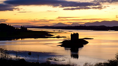 Castle Stalker Silhouette (Damon Finlay) Tags: sunset castle scotland highlands fuji scottish stalker fujinon castlestalker scottishhighlands argyllandbute highlandsandislands xe1 fujixe1 xf55200mm xf55200mmfujinon