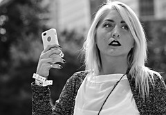 Street Portrait - Chicago - 18 Oct 2014 - 043 (Andre's Street Photography) Tags: street camera city travel people urban blackandwhite bw woman chicago tourism girl canon eos flickr phone loop zwartwit streetphotography cellphone cell streetportrait tourist grantpark lipstick millenniumpark chicagoloop zwart wit thebean eyebrows touristattraction straat 6d chicagotribune chicagoist chicagomagazine straatfotografie ef70200mmis straatportret chicagotouristattractions andresstreetphotography andrevanvegten