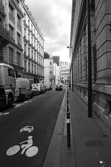 Rue Hautefeuille (**) Tags: street people blackandwhite bw paris france bike bicycle calle pessoas candid rad frana streetlife bicicleta pb bn via persone rua persons rue francia pretoebranco fahrrad vlo biancoenero bicicletta quartierlatin  fotoderua