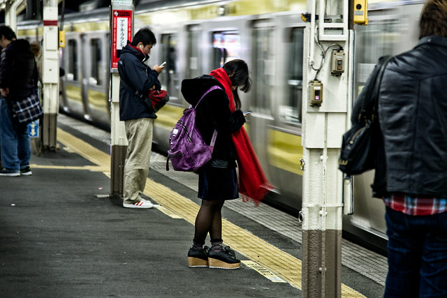 street girl station japan scarf train tokyo nikon platform jr smartphone backpack 東京 nikkor muffler d800 sobuline platformshoes sendagaya f4g 千駄ヶ谷 jreast 24120mm streetsnap sendagayastation 千駄ヶ谷駅 nikond800 sinkdd afsnikkor24120mmf4gedvr