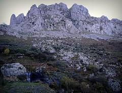 Las imponentes Atxas (tunante80) Tags: parque naturaleza mountain nature natura montaa bizkaia euskadi vizcaya mendia gorbea gorbeia euskal herria euskalerria parquenatural itxina parkenaturala montaavasca montaadebizkaia rutaitxina panoramio70214199542380 rutasparquenaturaldegorbeia parquesnaturalesynacionales
