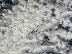 Ship-wave-shaped wave clouds induced by the Crozet Islands, south Indian Ocean