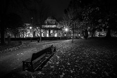 CARDIFF MUSEUM PARK (technodean2000) Tags: park uk museum wales night bench nikon seat south cardiff lightroom photscape d5300
