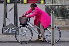 Pink (os♥to) Tags: sony alpha77ii a77ii ilca77m2 may2016 bike bicycle cykel fahrrad bici vélo velo bicicleta fietssykkel rower street streetphotography candid people