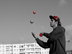 DSCN0229 (aliceinwondershit) Tags: verde amigo rojo enzo pelotas malabares malabarismo ucen pelotaas