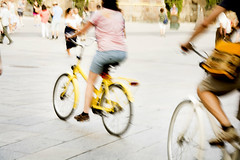 Velocidad (Sonia Grases) Tags: street photo movement movimiento mundo bicicletas vuelta barcelonacity amrillo