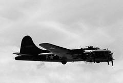 WSM 41680crbw (kgvuk) Tags: aircraft b17 flyingfortress westonsupermare sallyb westonairshow