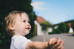 Conquering the World (Stefan Baudach) Tags: portrait face 35mm children nikon die child outdoor kind nikkor reportage welt erobern