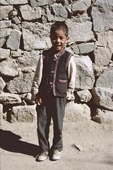 Ladakh 2005 (patrikmloeff) Tags: knabe garon kid boy child mauer wall indien india inde indian indisch asien asia asie asian asiatisch erde earth terre monde welt world ferien urlaub vacances holidays holiday beautiful buddhismus buddhism ladakh analog analogue minolta sommer summer et littletibet travel traveling reise reisen voyage