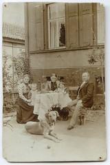 . (Kaopai) Tags: kaiserreich hund dog gernrode familie family tisch table garten haus garden magdeburg werner pet kind baby spielzeug vintage toys child quedlinburg 1900