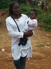 Frau mit Kind, Bandoukassa