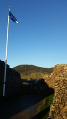 Urquhart Castle (amateur photography by michel) Tags: christmas uk greatbritain travel vacation holiday castle castles scotland unitedkingdom britain glasgow flags highland oban newyears loch lochnessmonster urquhartcastle glenfinnan lochness hogmanay fortwilliam connel lochaber lochlinnhe jacobite onich lochmudle westernhighland twittertuesday