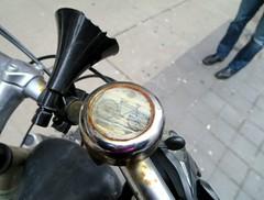 Rusty Bike (Georgie_grrl) Tags: toronto ontario broken bike bicycle friend rust bell rusty worn yongestreet horn bikingtoronto outforlunch changeyourliferideabike canonpowershotelph330hs mynewdarkpinkside mrbikeridinpinko